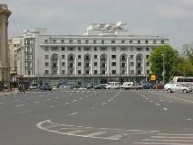 Le groupe hôtelier est une division de Hilton Group dont le siège social est au Royaume-Uni, qui détient les droits sur la marque, à l'exception des Etats-Unis.