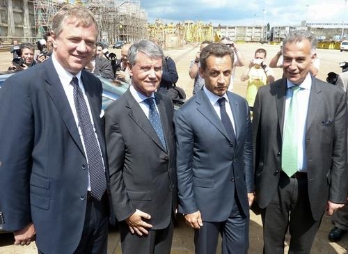 Au côtés du Président de la République, de gauche à droite, Pierfrancesco Vago, président de MSC Croisières, Gianluigi Aponte président du groupe MSC (Mediterranean Shipping Company) et Jacques  Hardelay directeur général de STX France.
