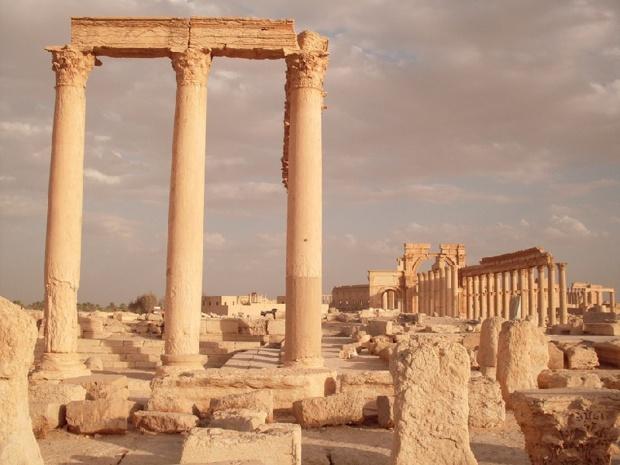 Lorsqu'on venait de Damas, Palmyre surgissait au détour d'un virage après 200 kilomètres de désert caillouteux. Le panorama était saisissant - Palmyre Pixabay andrelambo
