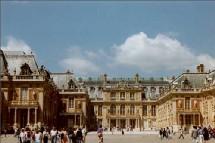 La reprise du tourisme d'affaires associée au tourisme de loisirs et aux nombreux évènementiels (défilés de Prêt à Porter, Prix de l'Arc de Triomphe, Salon du deux roues, etc…), s'est avérée efficace tout au long du mois de septembre.