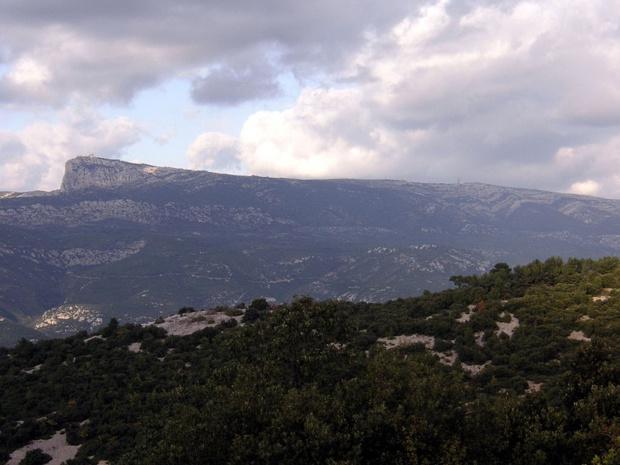Le massif de la Sainte Baume à l'est de Marseille - photo libre de droit