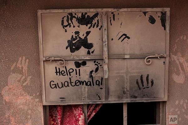 La situation est tragique pour le Guatemala, avec l'éruption du volcan Fuego - Crédit photo : compte Twitter @RebeccaRambar
