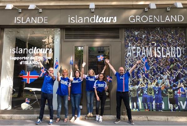 L'agence d'Island Tours a été décorée aux couleurs de l'équipe nationale - Crédit photo : Island Tour