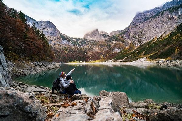 Pour 61% des sondés la montagne permet d'éviter les hordes de touristes bruyants - crédit photo : Pixabay, libre pour usage commercial