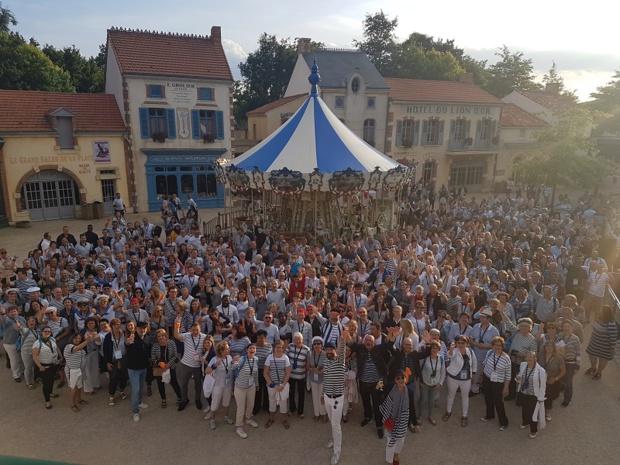 Les participants des Rencontres des CE au Puy du Fou - DR