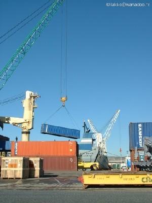 Les accès au terminal à conteneurs de Fos ayant été libérés par les forces de police le vendredi 7 octobre, les chauffeurs routiers peuvent prendre livraison des conteneurs bloqués à quai depuis le 27 septembre (1er jour de grève des agents du PA