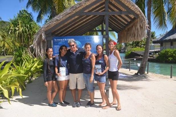 Jean Dionnet et les membres de l'association Te Mana O Te Moana à l'occasion de la fête des océans en Polynésie - DR