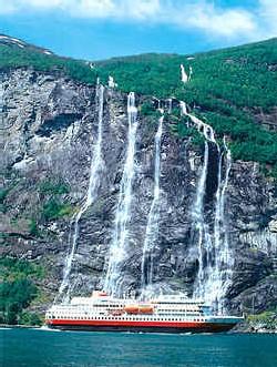 Hurtigruten : « routes rapides » et réussite Express