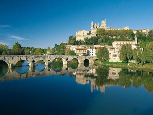 Béziers - Pont Canal et Cathédrale / P.Palau DR