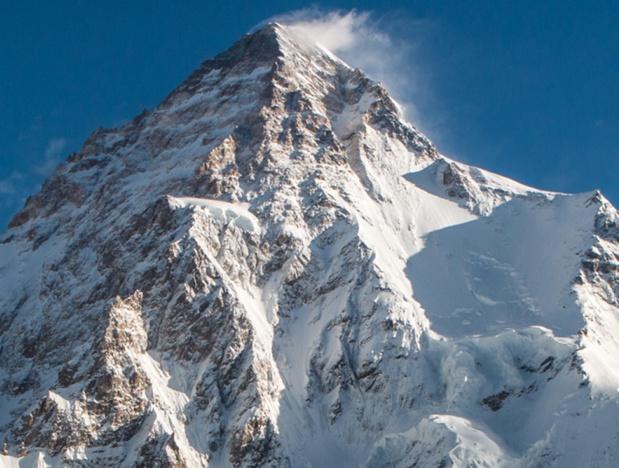 Dans le massif du Karakoram (ou Karakorum), le K2 est le 2e plus haut sommet du monde, avec l'altitude officielle de 8 611 m – crédit photo : ambassade du Pakistan