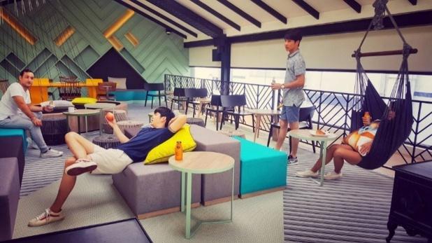 """Ici, pas de restaurant : le """"Hub"""" est un café multimédia ouvert sans interruption - crédit photo : Centara Hotels & Resorts"""