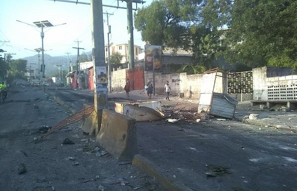 Les barricades sont levées à Port-au-Prince - Crédit photo : compte Twitter @Ameliebaron