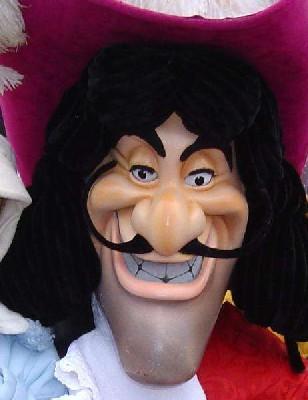 Chez Disney, le capitaine Crochet est certainement employé en CDI, 9 contrats de travails sur 10 le sont chez Mickey.