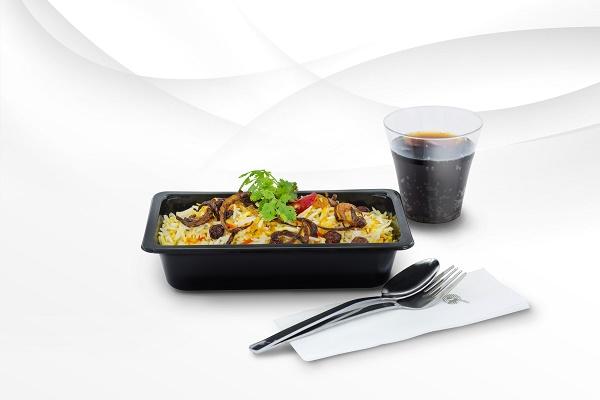 Qatar Airways change ses plateaux repas en classe éco - Crédit photo : Qatar Airways