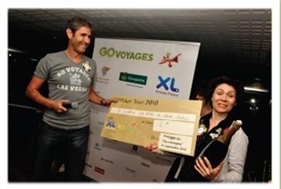 Arrivé sur la première marche du podium, Carlos Da Silva a remis son prix à Joëlle Rossi de L'Européenne d'Assurances (arrivée 4ème du tournoi).