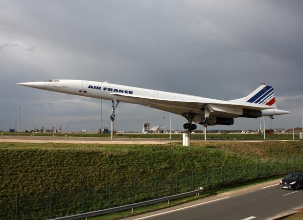 """""""Concorde est le seul avion qui peut voler pendant 3 heures à Mach 2 avec des passagers à bord !  Prenez le Mirage. Il vole 13 minutes à Mach 2 et puis il rentre faire le plein !"""" - Copyright Senohrabek Depositphotos.com"""