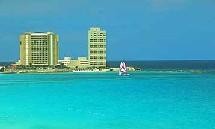 Près de 60 cm d'eau sont déjà tombés sur Islas Mujeres au large de Cancun.