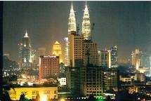 La Malaisie et ses 25,6 millions d'habitants accueillent de plus en plus de touristes français (Kuala Lumpur de nuit).