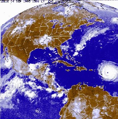 A 21h00 GMT soit 17h00 LT, le centre de la tempête était localisé à environ 220 km au sud-sud-est de Saint Domingue, en République Dominicaine, avec des vents soufflant à 65 km/h, a précisé le Centre de Miami.