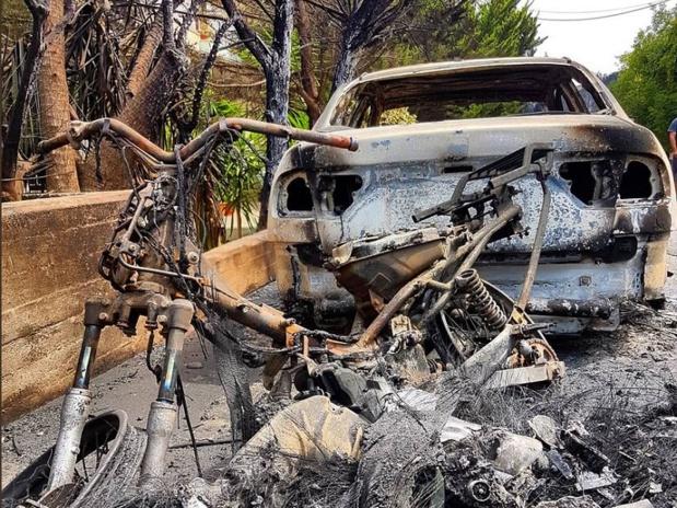 Les habitants ont tenté de fuir Mati (Grèce) en voiture - crédit photo : twitter / Ούγκα Μπούγκα