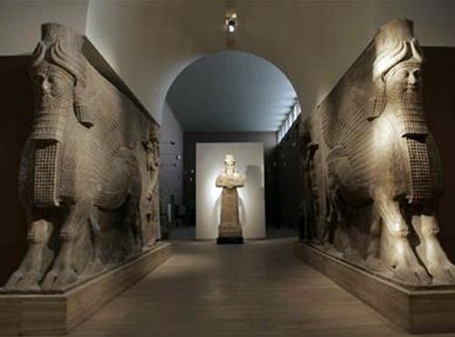 Les collections du Musée de Bagdad, en partie pillées, figurent parmi les plus célèbres au monde. Actuellement fermé, l'établissement ouvrira ses portes aux clients de Babel Tours.