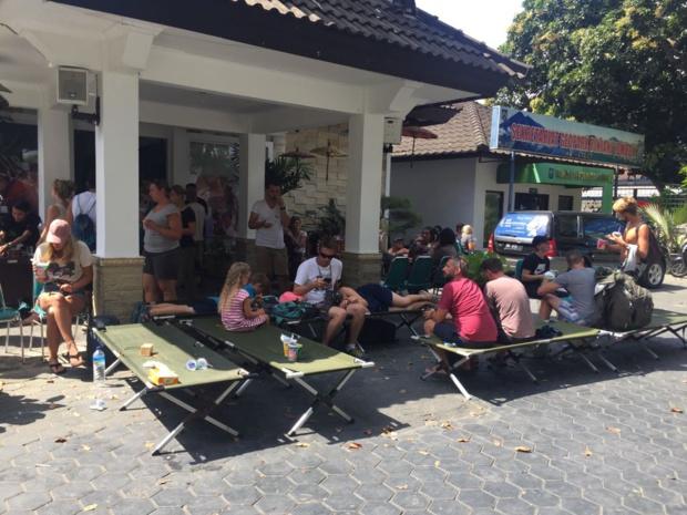 Les touristes dans l'attente de leur évacuation /crédit photo OT Indonésie