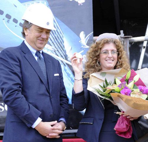 Mr Pierfrancesco Vago, CEO de MSC Croisières et la marraine de la cérémonie Giovanna Maresca