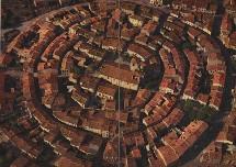 La célèbre ville ronde de Bram dans l'Aude.