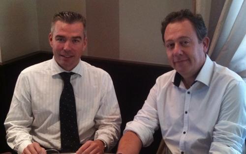 Vincent Fouquet et Jean Brajon lors de la signature du contrat le 5 novembre 2010