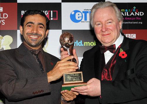 Mubarak Al Nuaimi, ADTA's International Promotions Manager reçoit le prix du ''Meilleur Office de Tourisme du Monde'' au nom de l'ADTA lors de la cérémonie londonienne des WTA 2010