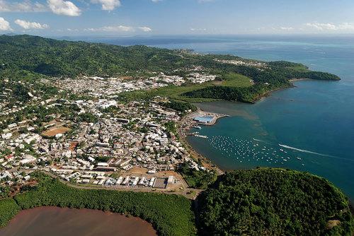 Le port de Mamoudzou en vue aérienne - DR : OT Mayotte.