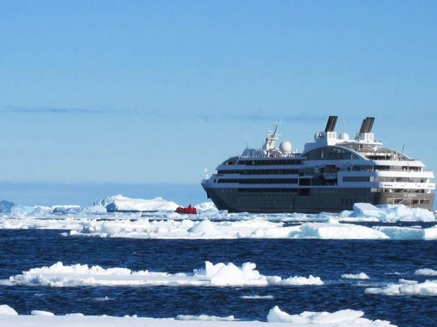 Le Boréal n'a pas pu franchir l'arctique - crédit photo : Ponant