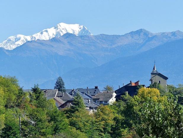 Le village d'Arbin et le Mont Blanc - crédit photo : wikicommons - Florian Pépellin