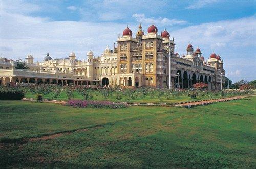 Le palais de Mysore, un des monuments les plus visités du pays se trouve dans la région