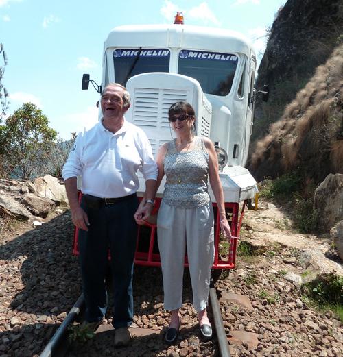 George Colson président du SNAV et Christine Baal, sa vice-présidente devant la Micheline ZM 517