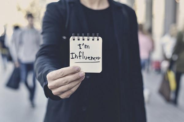Des influenceurs, oui mais pour quoi faire ? - Crédit photo : Depositphotos @nito103