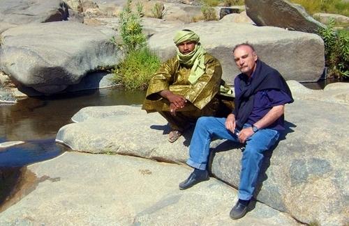 Maurice Freund de Point Afrique, a décidé de suspendre ses activités dans la région après la mort des deux otages français au Niger.   Ses derniers vols sur Mopti (Mali) serviront à rapatrier les 1000 clients qui se trouvent encore sur place.