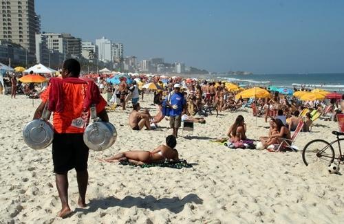 Le Brésil fait partie des destinations où il reste de la place comme ici à Ipanema, la célébrissime plage de Rio...