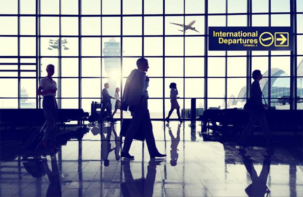 La taxe d'aéroport ne peut changer d'un tour-opérateur à un autre que si les compagnies aériennes diffèrent et que les aérodromes de départ sont de tailles différentes avec un trafic plus ou moins élevé - DR Fotolia Auteur : Rawpixel