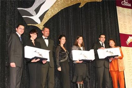 Les prix sont remis par Gian Luca Martini, Cédric Michel et Céline Bertrand