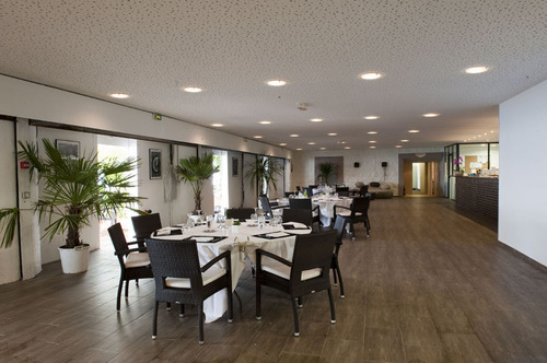 Salle intérieure 1 - Tables & lounge© H.Lagarde