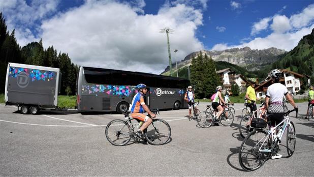 Deltour Voyages dispose de 7 autocars et de 8 remorques spécialement configurées pour le transport de vélos - DR : Deltour
