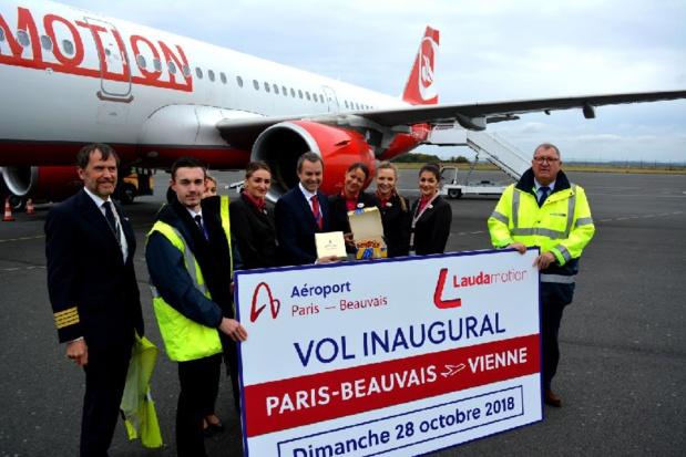 Le célèbre flan beauvaisien a été offert à l'équipage par la Direction de l'aéroport, en échange de la spécialité viennoise, la Sachertorte ©SAGEB Aéroport Paris-Beauvais