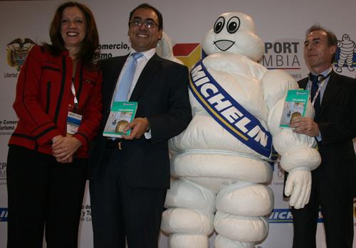 Un événement à Bogota: la sortie du Guide Vert Michelin consacré à la Colombie et présenté par le ministre du Tourisme, la présidente de Proexport et Olivier Brossolet... sans oublier Bibendum - DR JB