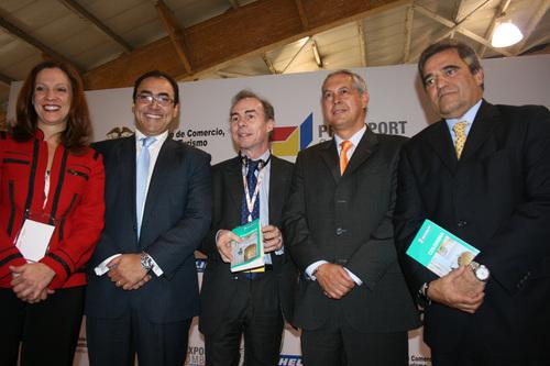 Les officiels présentant le Guide Vert - DR JB