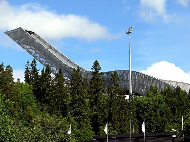 Le tremplin de saut à ski d'Holmenkollen - DR