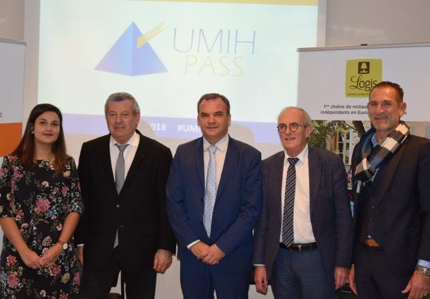 Céline Castelao (Proweb), Roland Héguy (UMIH), Fabrice Galland (Logis), Hervé Bécam (UMIH) et Stéphane Roinet (Logis) lors du lancement officiel de l'UMIH PASS - DR : UMIH