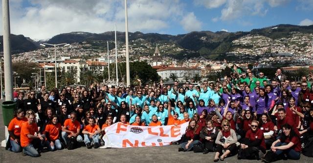Photo souvenir sur le port de Funchal pour les 250 participants (Cliquer pour agrandir )