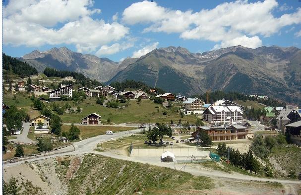 """Le modèle économique a émergé après 18 mois d'études et d'analyses. Le futur établissement sera exploité à l'année avec une"""" thalasso"""" montagne sous le label  """"Alpine Wellness""""."""