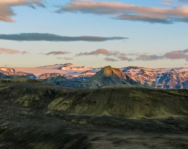 Paysage volcanique avec terrain de glaciers Eyjafjallajökull et Myrdalsjokull sous ciel coucher de soleil dans la nuit estivale - Photo DepositPhotos.com j.sahmanova@gmail.com